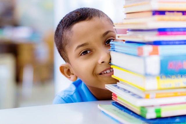 Jongetje met boeken