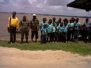 Nationaal Leger brengt kinderen naar Kinderboekenfestival
